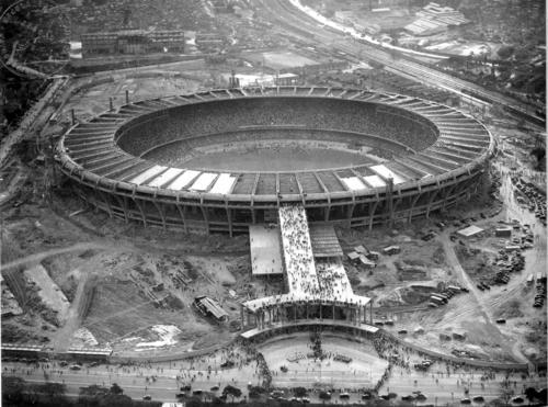 Estádio Mário Filho (Maracanã) sendo construído para a Copa de 1950.