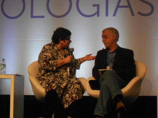 Cora Rónai, jornalista de O Globo, foi mediadora do debate. (Foto: Andréa Motta)